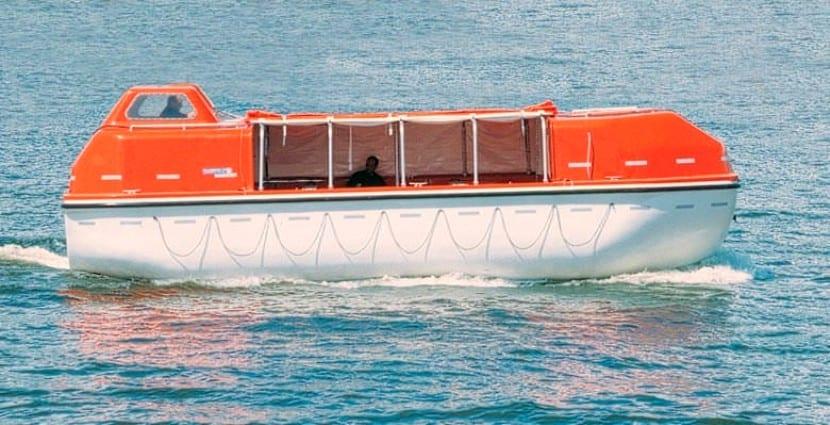 turismo en bote salvavida