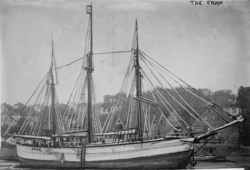 Fram_-_Amundsens_ship_1910-1911