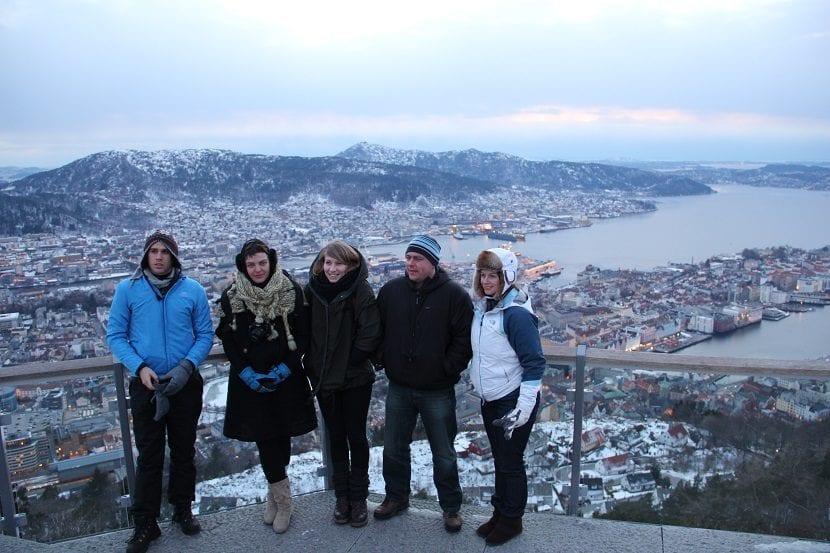 ropa fiordos noruegos en invierno
